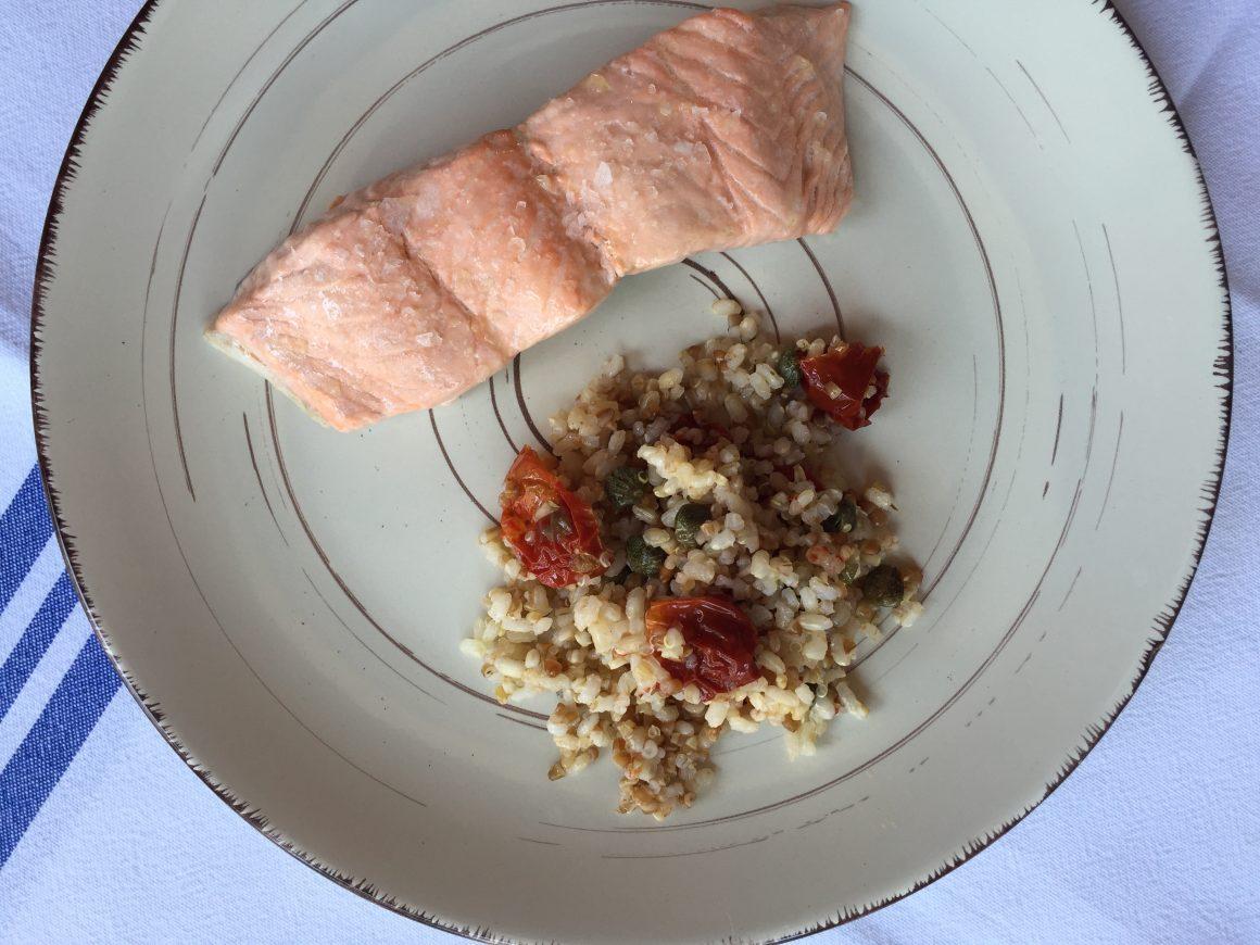 Salm n al vapor con ensalada de qu noa y arroz integral for Cocinar quinoa al vapor