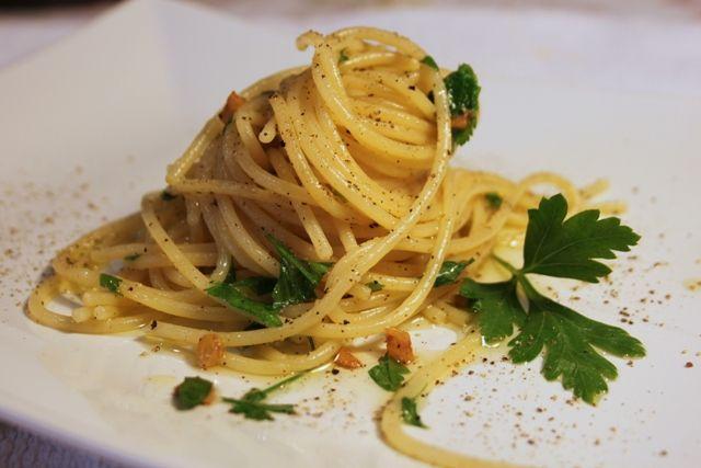 Comidas del mundo: un plato italiano, spaghetti all'aglio olio